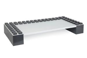 Weiße Desktop-Platte auf dunkelgrauen Blöcken