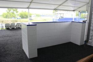 Fertige weiße Everblock-Theke im Zelt