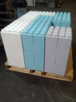 Farbige Everblocks stehen auf einer Palette