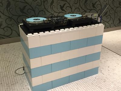 Everblock DJ-Pult in Weiß und Blau