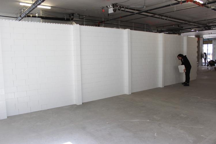Installieren Sie Wände, um Räume abzugrenzen und Bereiche für Konferenzen und Veranstaltungen zu unterteilen. Verwenden Sie EverBlock, um schnell einsetzbare Wände, temporäre Wände und ineinandergreifende Wände für Veranstaltungsräume zu erstellen.