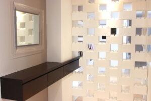 Platzieren Sie Blöcke, um Belüftung und teilweise durchsichtige Trennwände zu schaffen