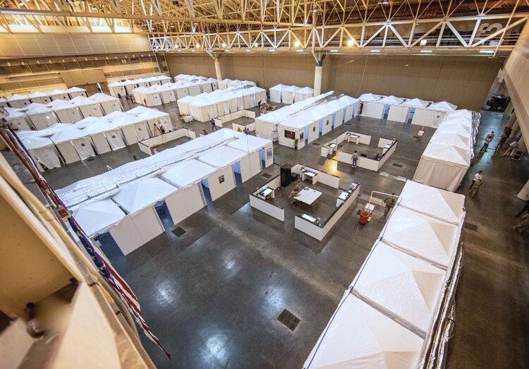 EverBlock baut mehr als 2.000 temporäre Krankenhauseinrichtungen im Ernest M. Morial Convention Center in New Orleans, LA.