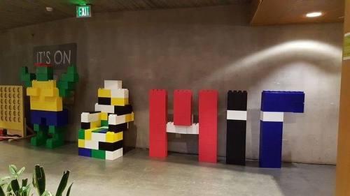 EverBlock am MIT in Cambridge Massachusettes, wo sie alle möglichen coolen Objekte bauen