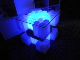 Beleuchteter Tisch: Erstellen Sie erstaunliche modulare beleuchtete Couchtische und andere beleuchtete Möbel