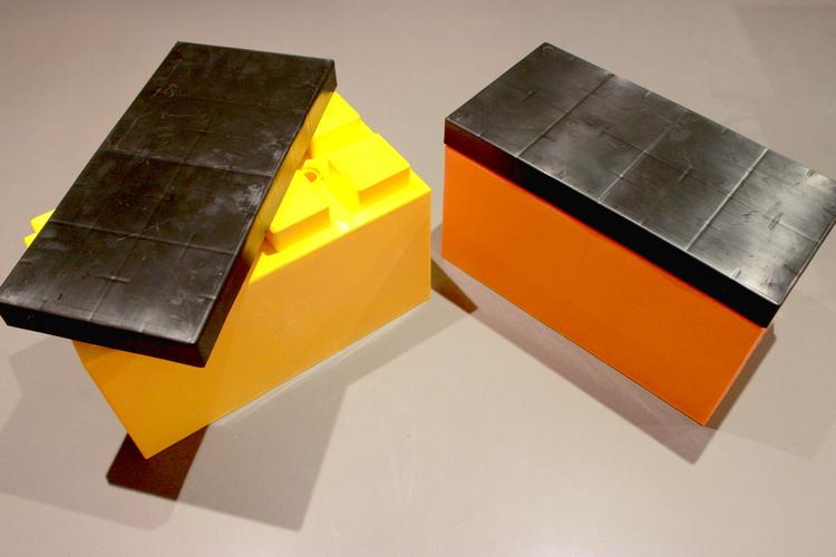 Kombinieren Sie die Sicherheitsfarben mit schwarzen Kappen, um alle Arten von interessanten Produkten für industrielle Anwendungen zu schaffen. Von Container-Barrieren bis zu Verkehrsschranken, verwenden Sie EverBlock® nach Bedarf und bauen Sie diese um für zukünftige Projekte.