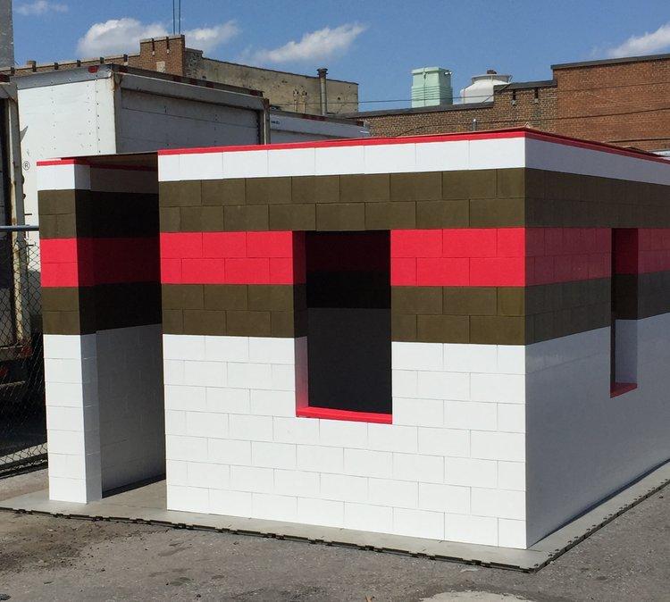 Erstellen Sie alle Arten von modularen Strukturen, vorbereitet für einfaches Einbauen von Fenstern und Türen.