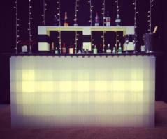 Beleuchtete Möbel: Bauen Sie erstaunlich beleuchtete Möbel für dramatische Effekte in Ihrem Haus oder Catering-Bereich