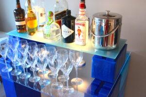 Individuelle Bars: Konstruieren Sie attraktive benutzerdefinierte Bars und Servierstationen für den Heim- und Eventgebrauch.