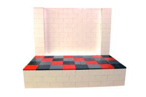 Modulare Plattformblöcke: Bauen Sie modulare Riser und Inszenierungen mit übergroßen Kunststoffblöcken.